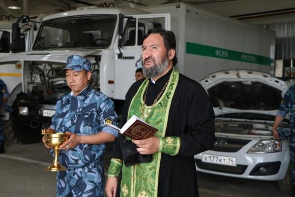 В отделе по конвоированию освещены служебные автомобили