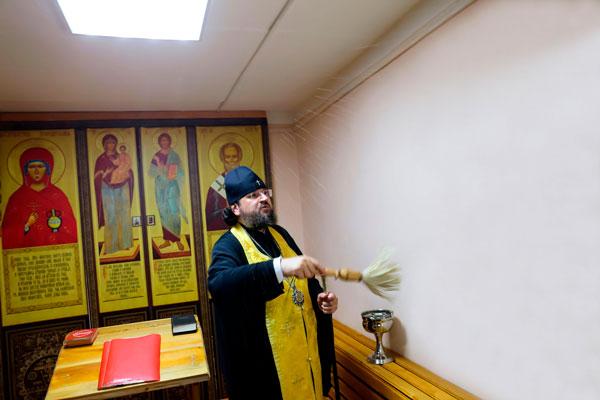 Архиепископ Якутский и Ленский Роман освятил молитвенную комнату в исправительном центре № 1