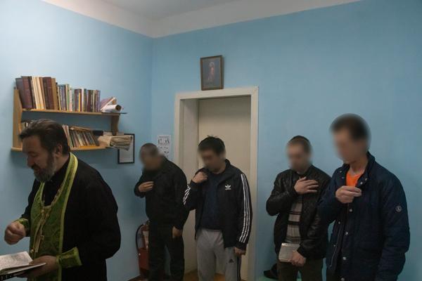 Помощник начальника УФСИН по работе с верующими отец Михаил посетил следственный изолятор