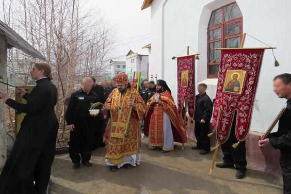 Архиепископ Якутский и Ленский Роман совершил богослужение в исправительной колонии № 6